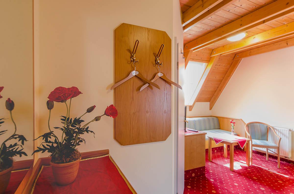 Hier sehen Sie einige Aufnahmen unseres Zimmers 5 - Mohnblume.