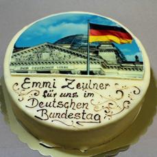 Torte zur Nominierung der Bundestagsabgeordneten Frau Emmi Zeulner